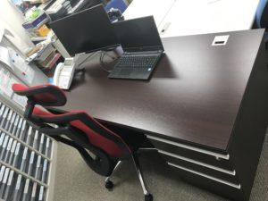 ホームページ屋ですが「事務所の机や椅子」も提案、販売、設置しています。